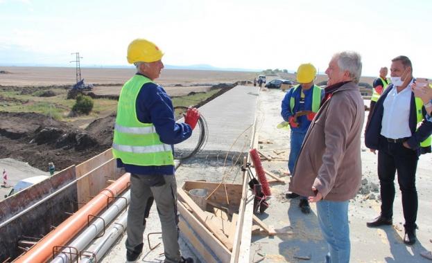 Строителството не е спирано, работи се усилено През месец юли