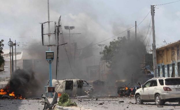 При взривове в Сомалия загинаха 7 души, десетки са ранените