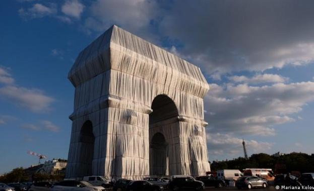 Опаковането на Триумфалната арка стана повод да се нагнетяват милиционерска