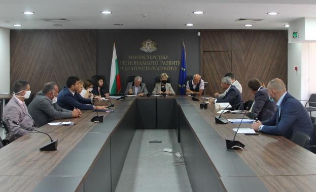 На среща в МРРБ министър Виолета Комитова и нейният екип,
