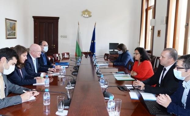 Работна среща на заместник-министър Мария Павлова с председателя на Комитета против изтезанията Алън Мичъл