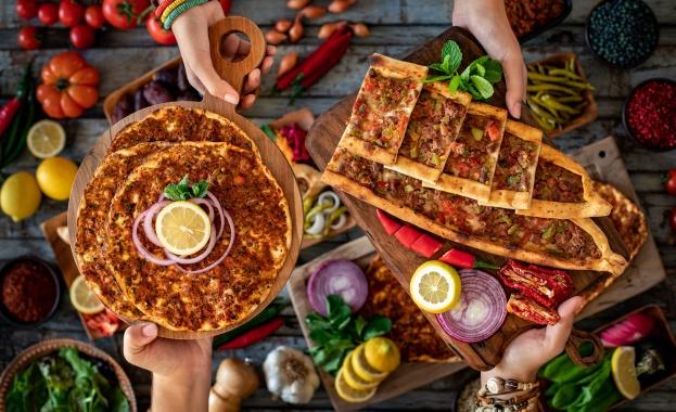 """Какво се крие в основата на кулинарния туризъм и кои са любимите кухни на """"travelling foodies"""" в Европа"""