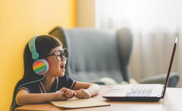 Децата остават почти тройно по-дълго от препоръчаното време пред екраните